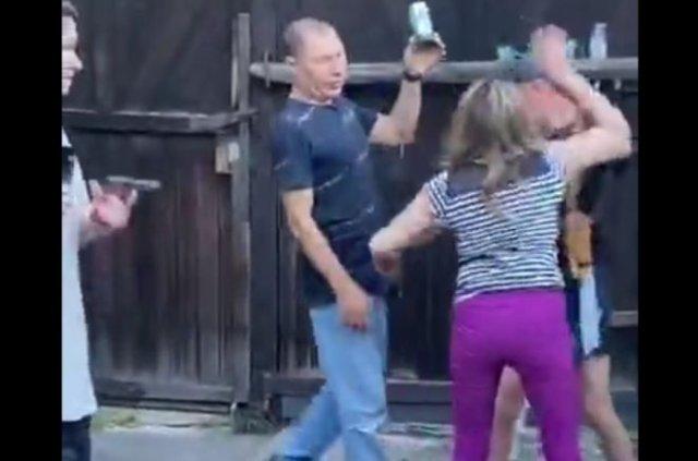 """""""Паху не трогай!"""": Женщина бросилась защищать парня, который подставил голову под выстрел"""