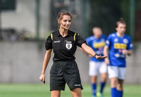 Каролина Бояр на футбольном поле