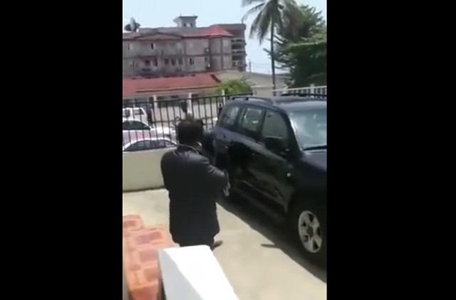 Накипело: президент Гвинеи Альфа Конде избил министра труда прямо на улице
