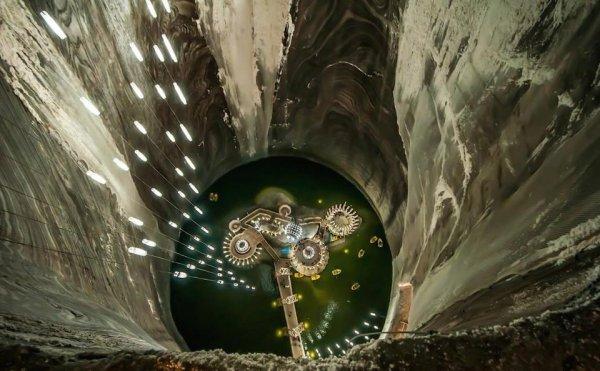 Развлекательный центр в использованной соляной шахте Салина Турда, Румыния