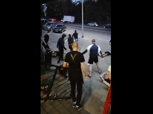 """Жесткая драка фанатов """"Ростова"""" и """"Локомотива"""""""