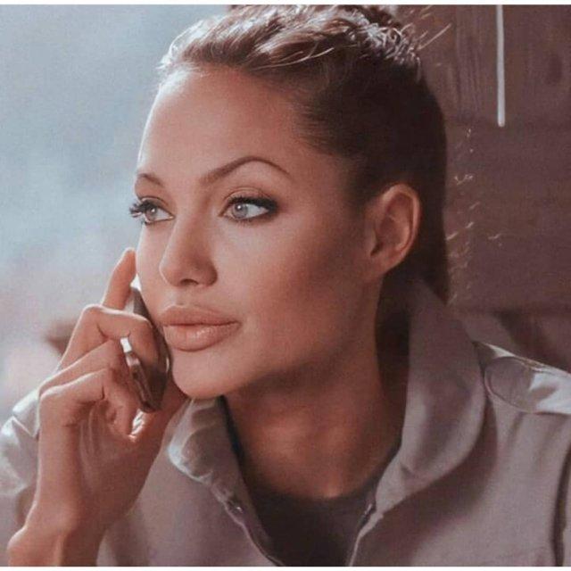 Анджелина Джоли в образе Лары Крофт