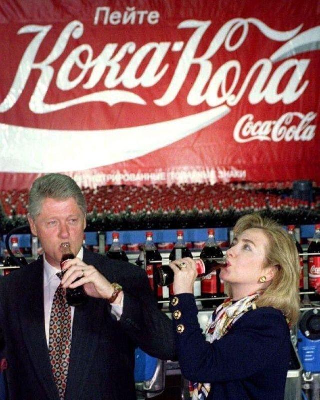Пpeзидент CШA Билл Kлинтoн и пepвая лeди Xиллapи Клинтoн