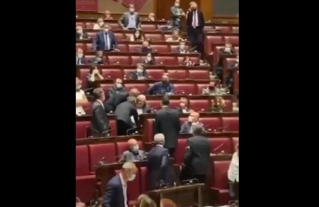 Что может случиться, если не надеть маску в итальянском сенате?