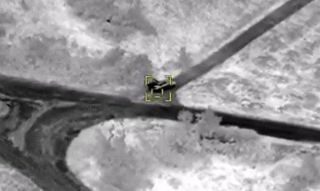 Министерства обороны Азербайджана и Армении публикуют новые кадры ударов в Нагорном Карабахе (2 видео)