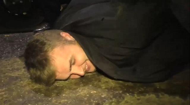 """""""Нет, ну вы слабенькие полицейские"""": пьяный парень из Кировской области решил пообщаться с полицейскими"""