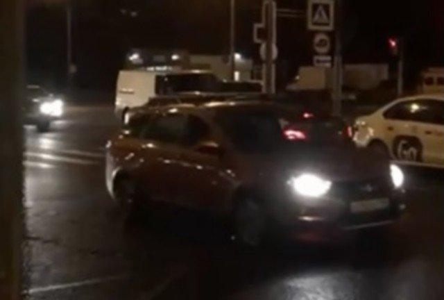 Петербургский водитель каршеринга идет против правил