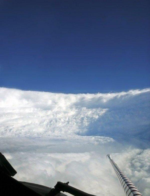 Что происходит внутри центра урагана