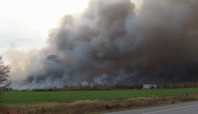 В Рязанской области до сих пор продолжаются взрывы на складе боеприпасов (3 видео)