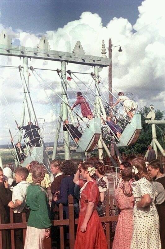 Качели-лодочки. СССР, 50-е
