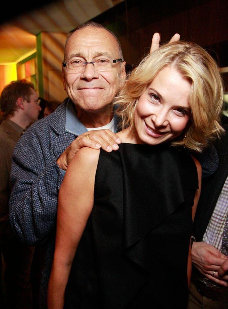 Новые снимки с 83-летним супругом выложила в сеть Высоцкая