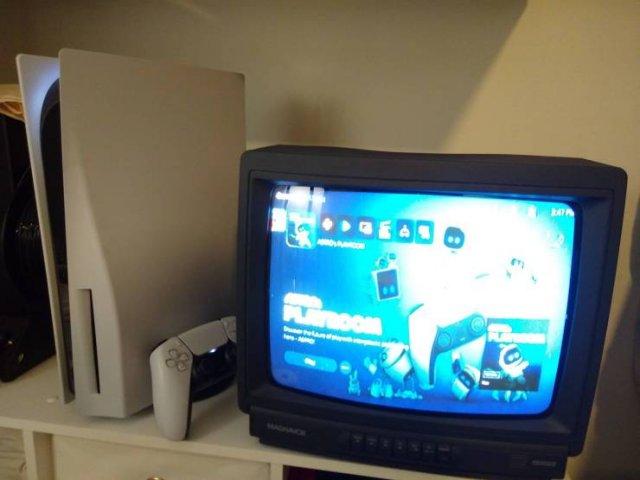 Новая PS5 и старый телевизор