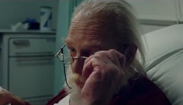 """Британским властям пришлось извиниться за ролик про Санта-Клауса, попавшего в реанимацию с """"коронавирусом"""""""