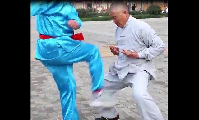 Китайский тренинг под названием Iron Crotch - удар в пах со всей силы