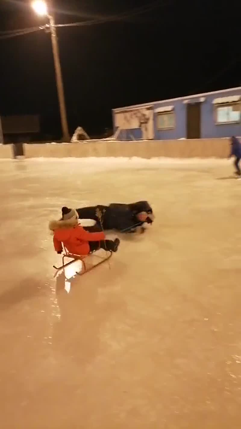 Лайфхак: карусель для ребенка на льду