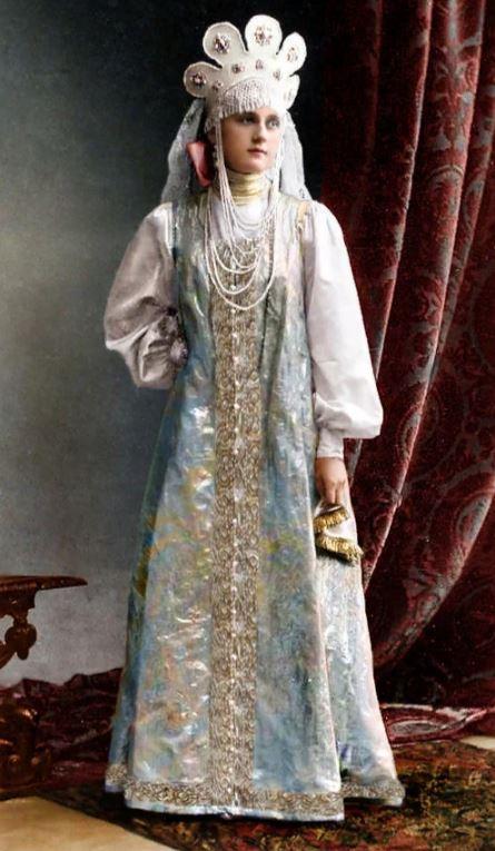 20 редких цветных снимков последнего бала Романовых
