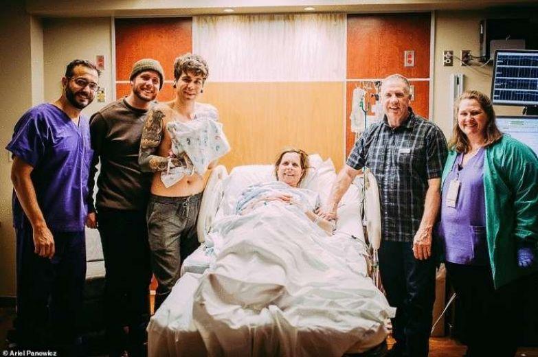 61-летняя жительница американского штата Небраска родила внучку для сына и его мужа