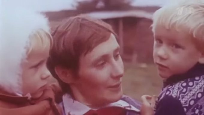 Как сегодня поживает девочка, которую в 1983 переехал трактор с косилкой