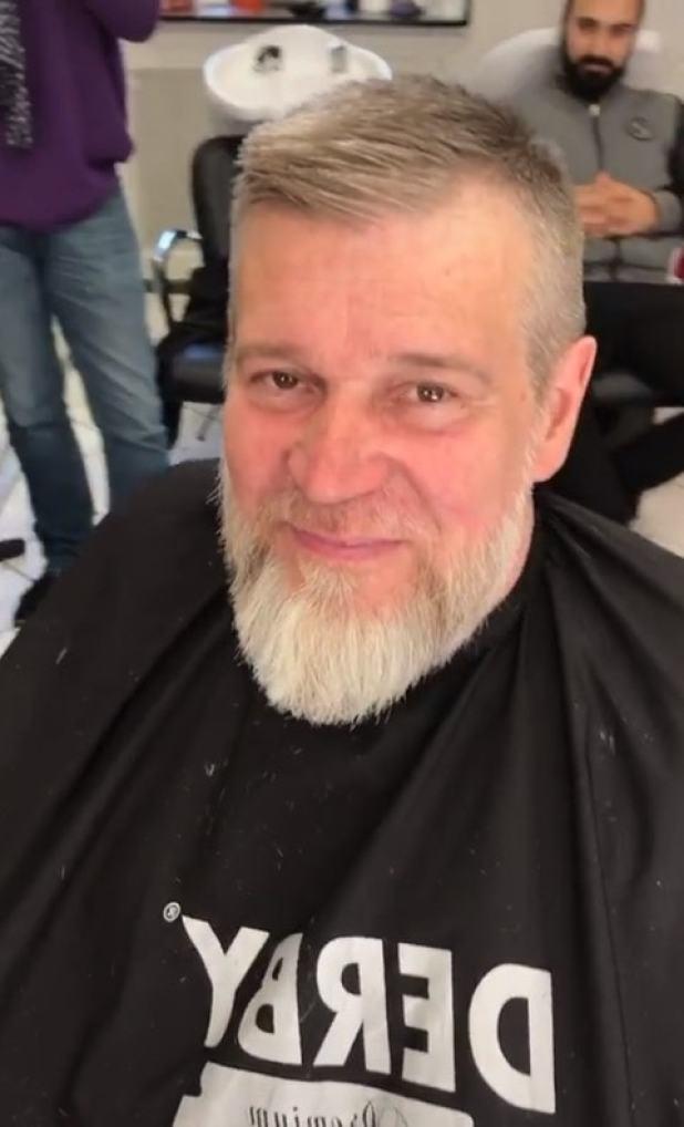 Бездомный старик-бомж после стрижки оказался настоящим красавцем-мужчиной