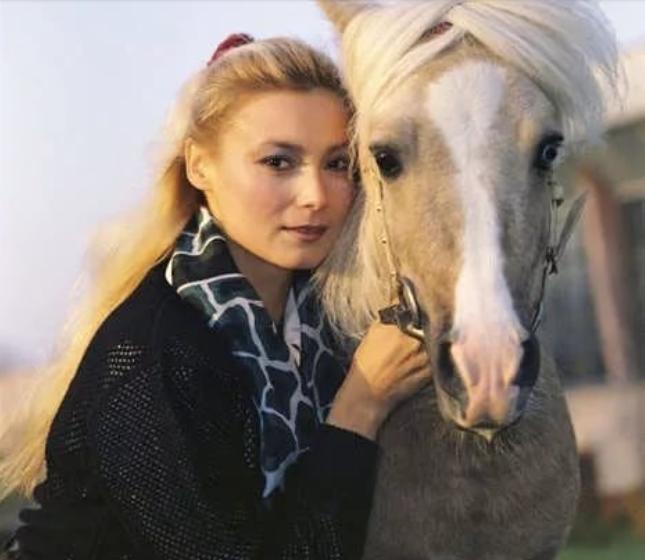 Лариса Белогурова: из всесоюзной любимицы — в безвестные продавщицы посуды