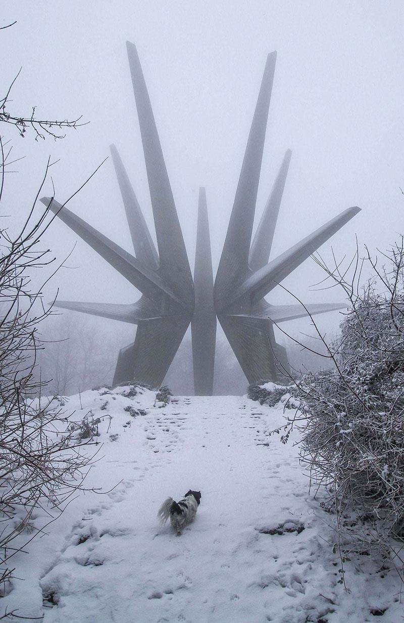 16 архитектурных монстров, где бы с радостью поселились все киношные злодеи