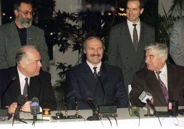 В. Черномырдин, А. Лукашенко, С. Шарецкий во время белорусско-российских переговоров