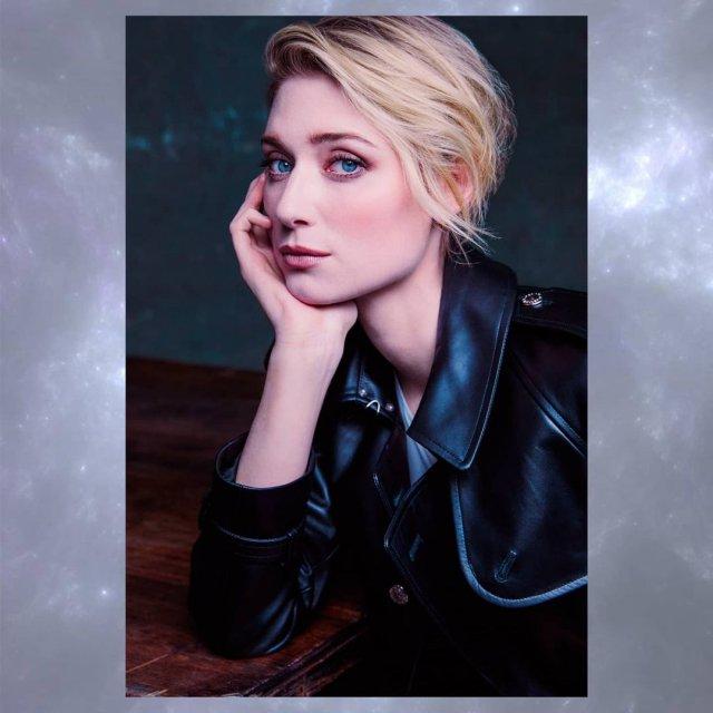 Австралийская актриса Элизабет Дебики в черном кожаной куртке