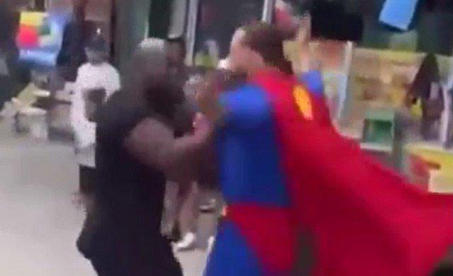Когда решил разобраться сразу с Бэтменом и Суперменом