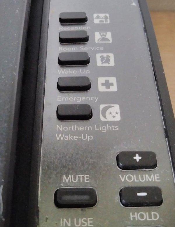 На моём телефоне в гостиничном номере в Исландии есть специальная кнопка, которая разбудит вас, если в небе будет северное сияние