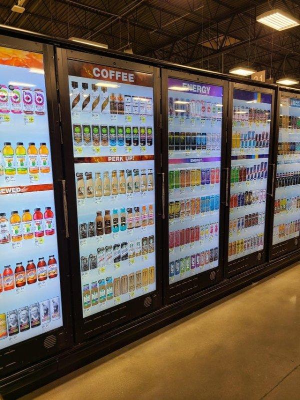 В нашем магазине на холодильниках есть дисплей, отображающий всё содержимое