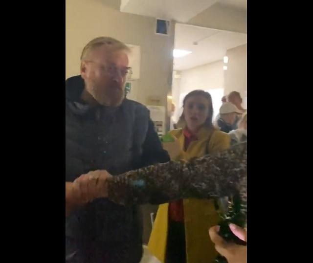 """""""Проститутка Навального!"""": Виталий Милонов подрался с женщиной"""