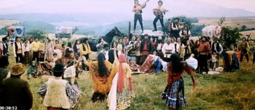 Почему, в фильме «Табор уходит в небо», настоящие цыганки отказались сниматься в роли Рады