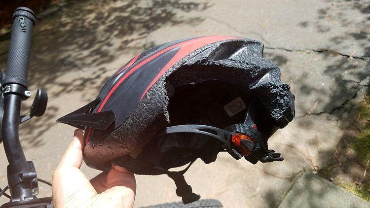 15 очень убедительных и впечатляющих примеров, что шлем – всему голова!