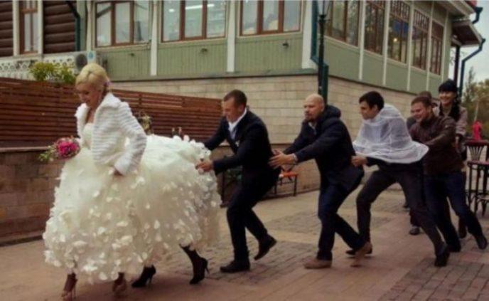 15 стрёмных кадров с суровой русской свадьбы, на которые даже смотреть стыдно