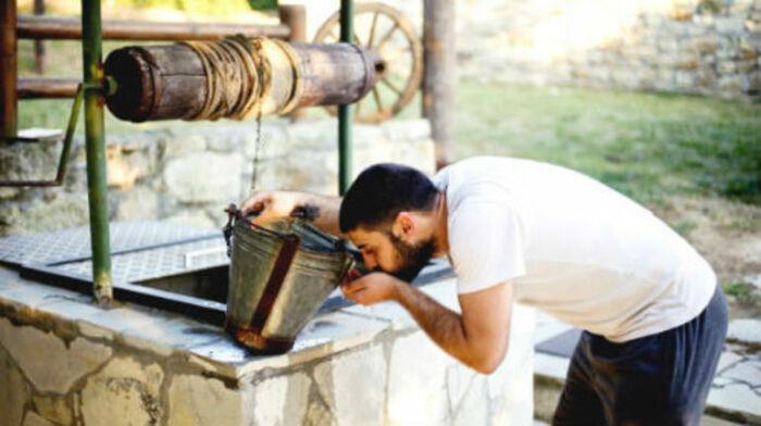На вкус вода из разных колодцев и скважин будет отличаться / Фото: snopedia.ru