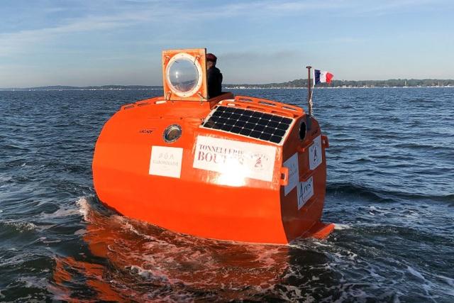 Француз Жан-Жак Савен пересечет Атлантический океан внутри самодельной бочки