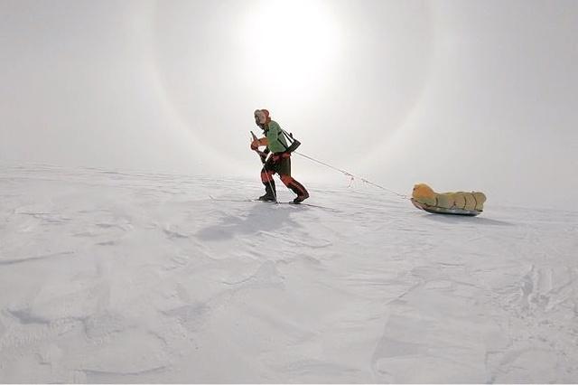 Экстремал Колин О'Брэди стал первым человеком в истории, который пересек Антарктиду в одиночку на лыжах
